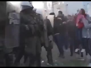 Griechenland Mdchen als Schutzschild