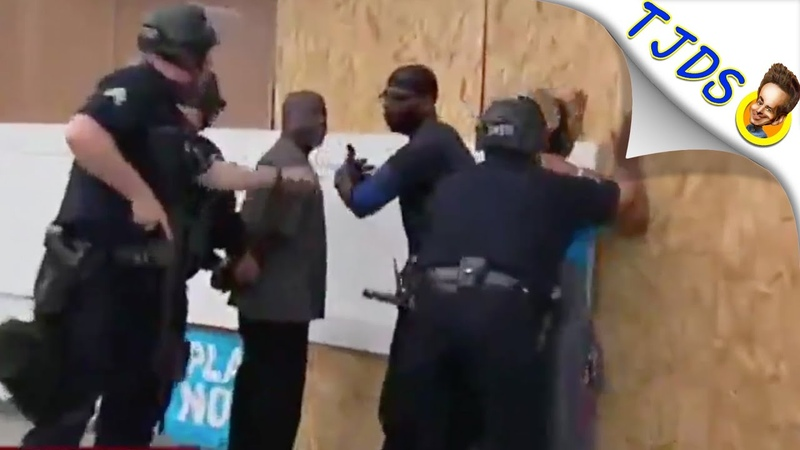 Cops Arrest Store Owners Who Flagged Them Down For Help