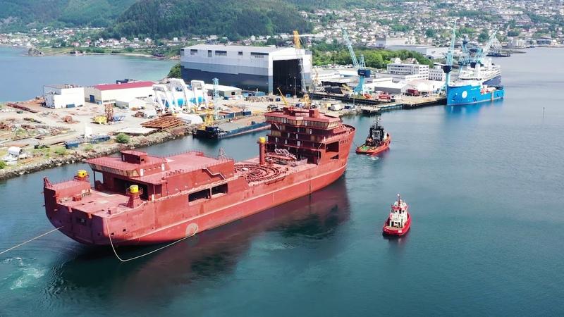 Hull of Nexans Aurora arriving Ulstein Verft