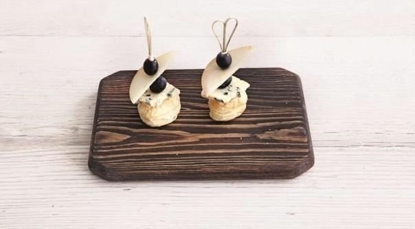 Варианты канапе: 1. Слабосоленный лосось , сливочный сыр , укроп2. Листья салата , бекон , карбонад , помидорки черри3. Салями , сладкий перец , маслины4. Вареные креветки , огурец , укроп ,
