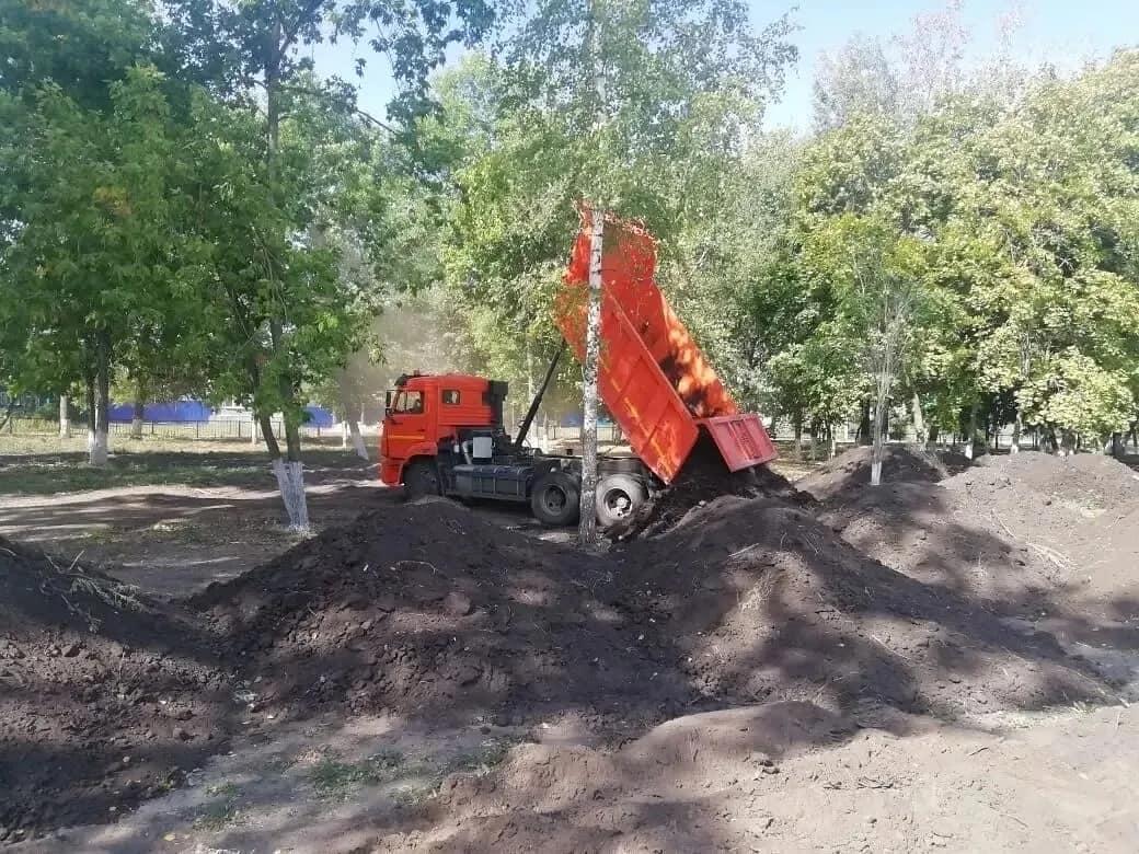 В Петровске продолжаются работы по реконструкции и благоустройству территории городского парка культуры и отдыха