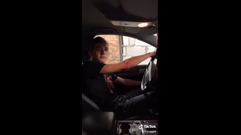 Когда при бате взял руль одной рукой