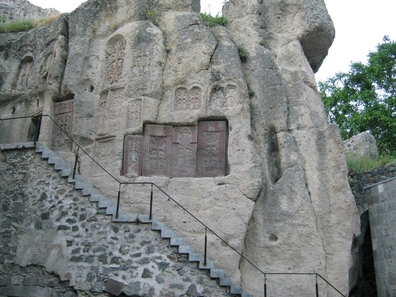 Хачкары (монастыря Гегард) в скале