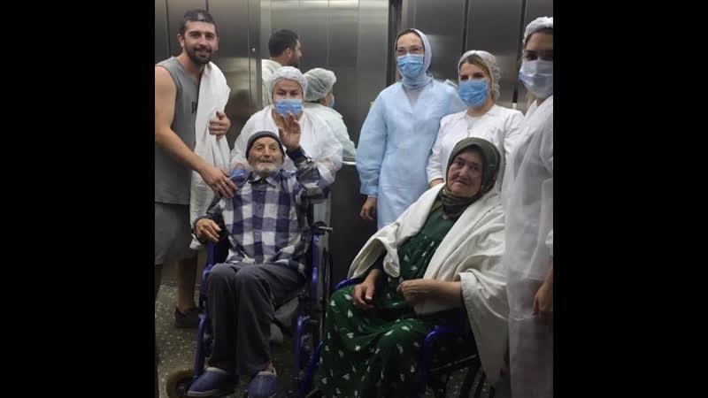 Бабушка с дедушкой каждый день ходили на свидания друг к другу в больнице