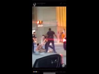 В США женщина ударила полицейского и ее наказали нокаутам