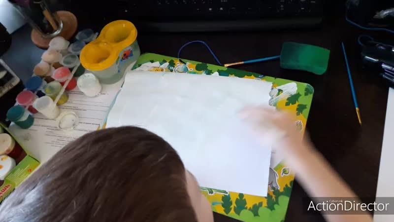 Антон рисует две картины сразу морская и осенняя тематики