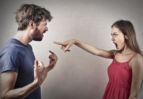 Мы женаты... Мы же, на ТЫ Она крутила в руках кухонное полотенце стоя у раковины . Скрутит в жгут, распустит. Скрутит в жгут, распустит. Обернулась, глянула на него зло: - А ты но осеклась,