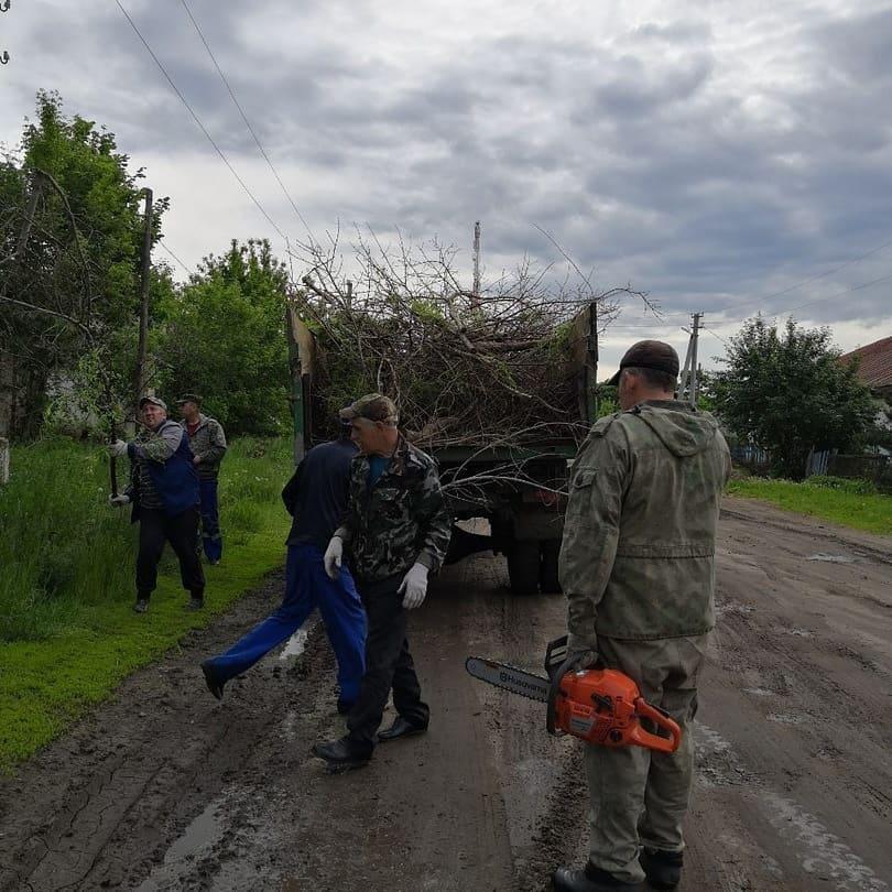 В селе Сосновоборское Петровского района проводятся работы по благоустройству общественных территорий