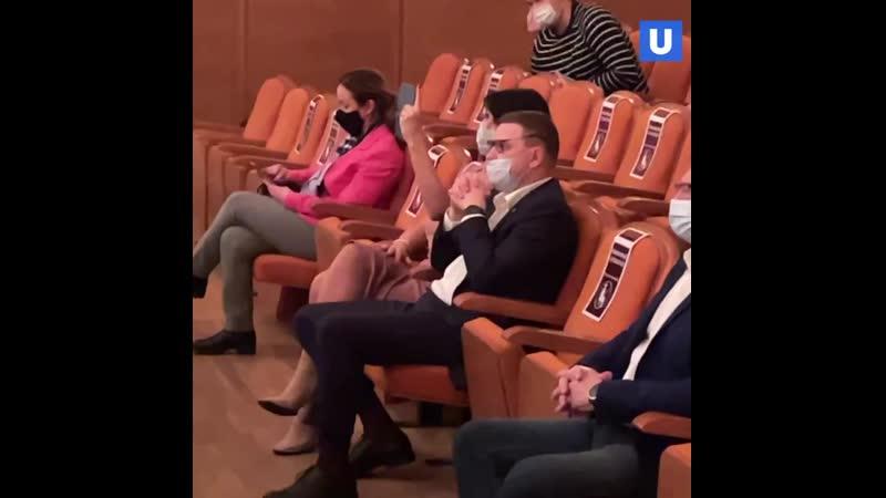 Супруги Текслер пришли на концерт барда Олега Митяева