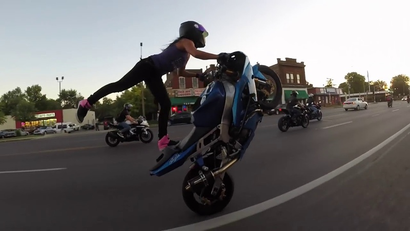 Crazy girl does motorcycle stunts on St Louis streets 2018