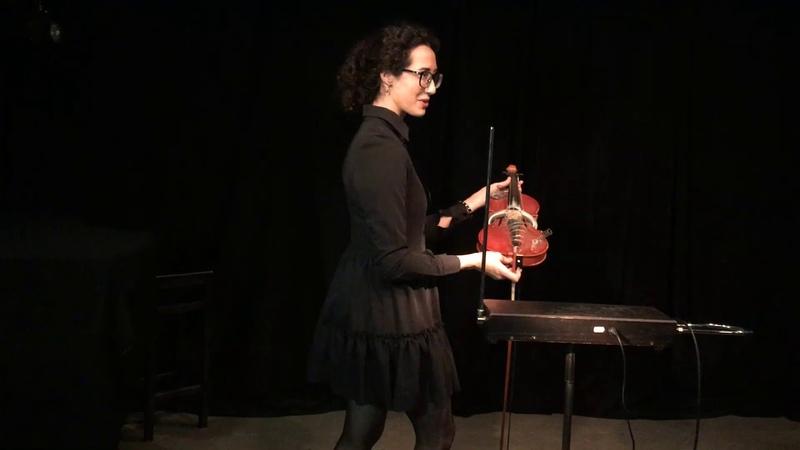 Музей Звука Александра Романова демонстрирует инструменты из экспозиции терменвокс подг скрипка