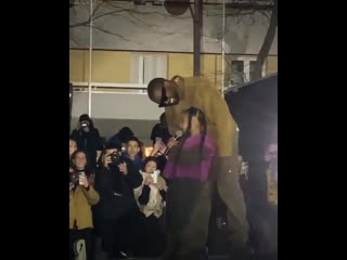 Дочь Kanye West исполнила собственный трек на Неделе моды в Париже