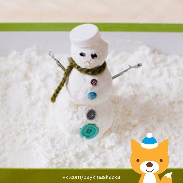 ИГРУШЕЧНЫЙ СНЕЖОК Своими рукамиНевероятно мягкий на ощупь снег, из которого можно слепить маленького снеговичка. Рецепт очень простой: берете соду и добавляете в неё пену для бритья. Всё
