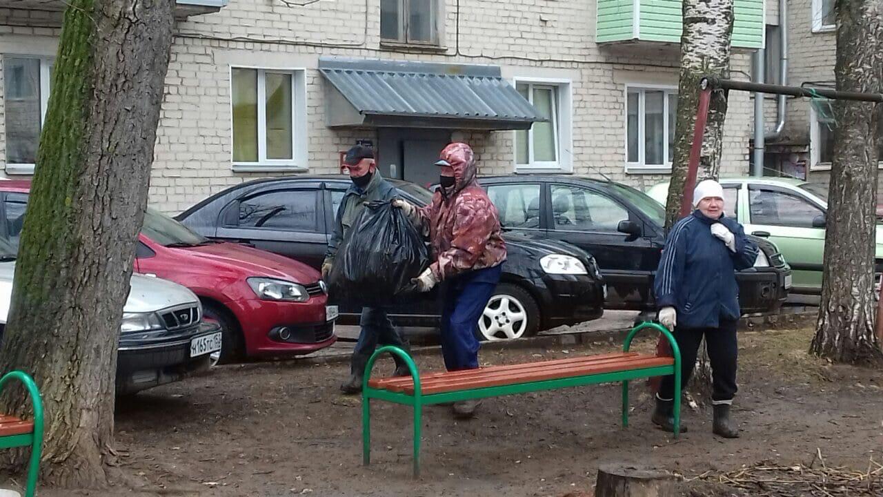Октябрьский пр-т, 34. Вывоз мусора после проведения