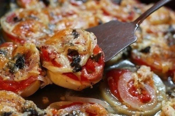 Кабачки запеченные с луком и помидорами  Ингредиенты: -кабачок 600г, -томаты 250-300...