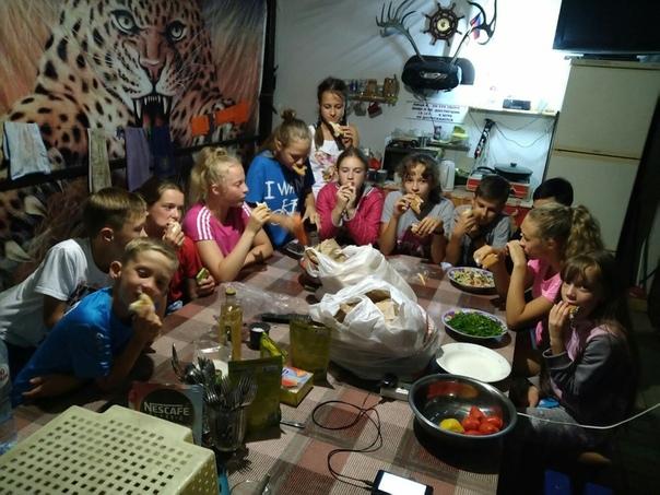 Денег нет, но вы держитесь.. На ночь глядя, решили рассказать вам, Плохиши, грустную историю про развитие детского спорта в державе, а именно в Тюменской области. Команда детей из Тобольска под