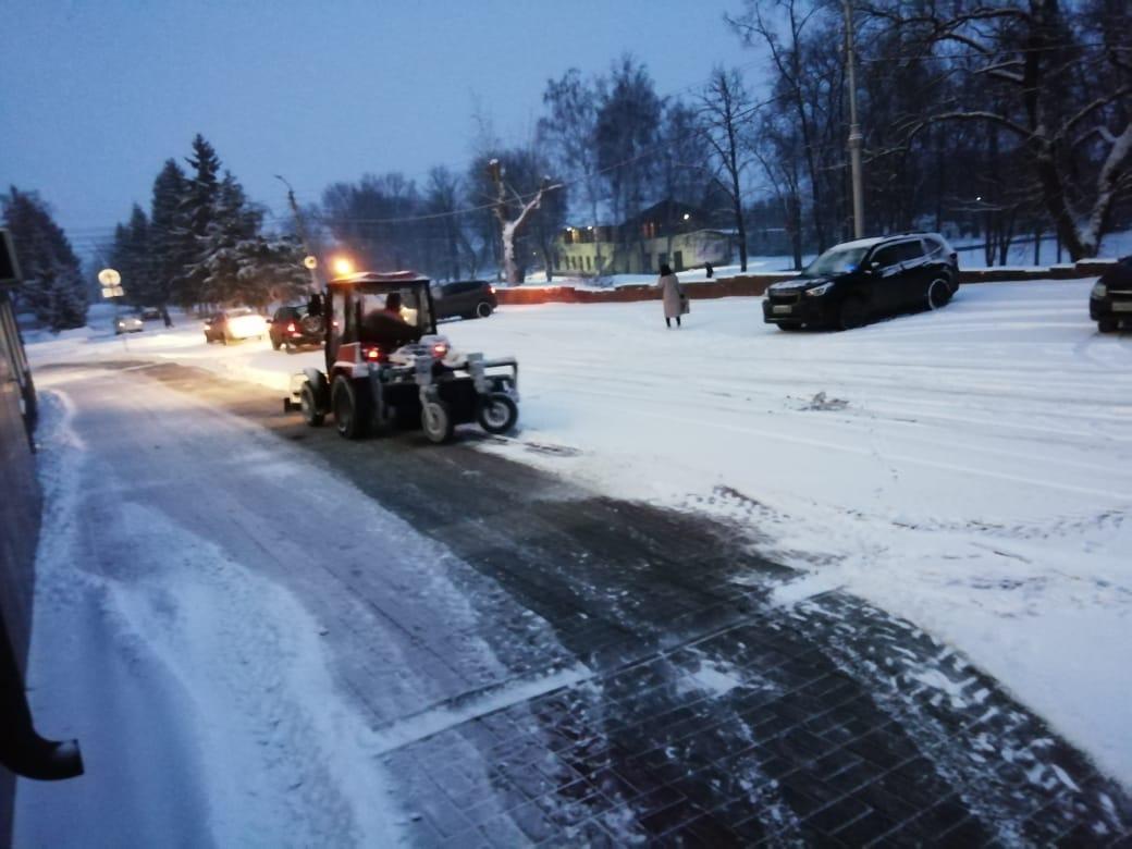 """В курской администрации рассказали, куда звонить, если """"управляйки"""" не чистят снег"""