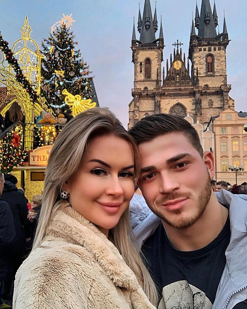 Марина Африкантова и Роман Капаклы встречают Новый год в Праге