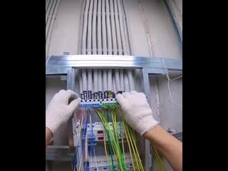Процесс сборки электрощита - классная работа -