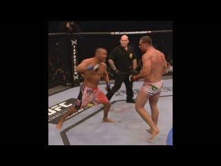 Один из самых зрелищных поединков в истории UFC - Хендерсон vs Руа