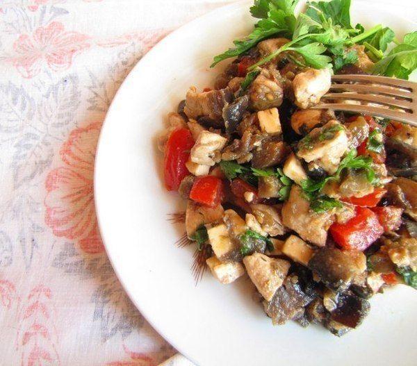 Салат из куриной грудки и баклажанов