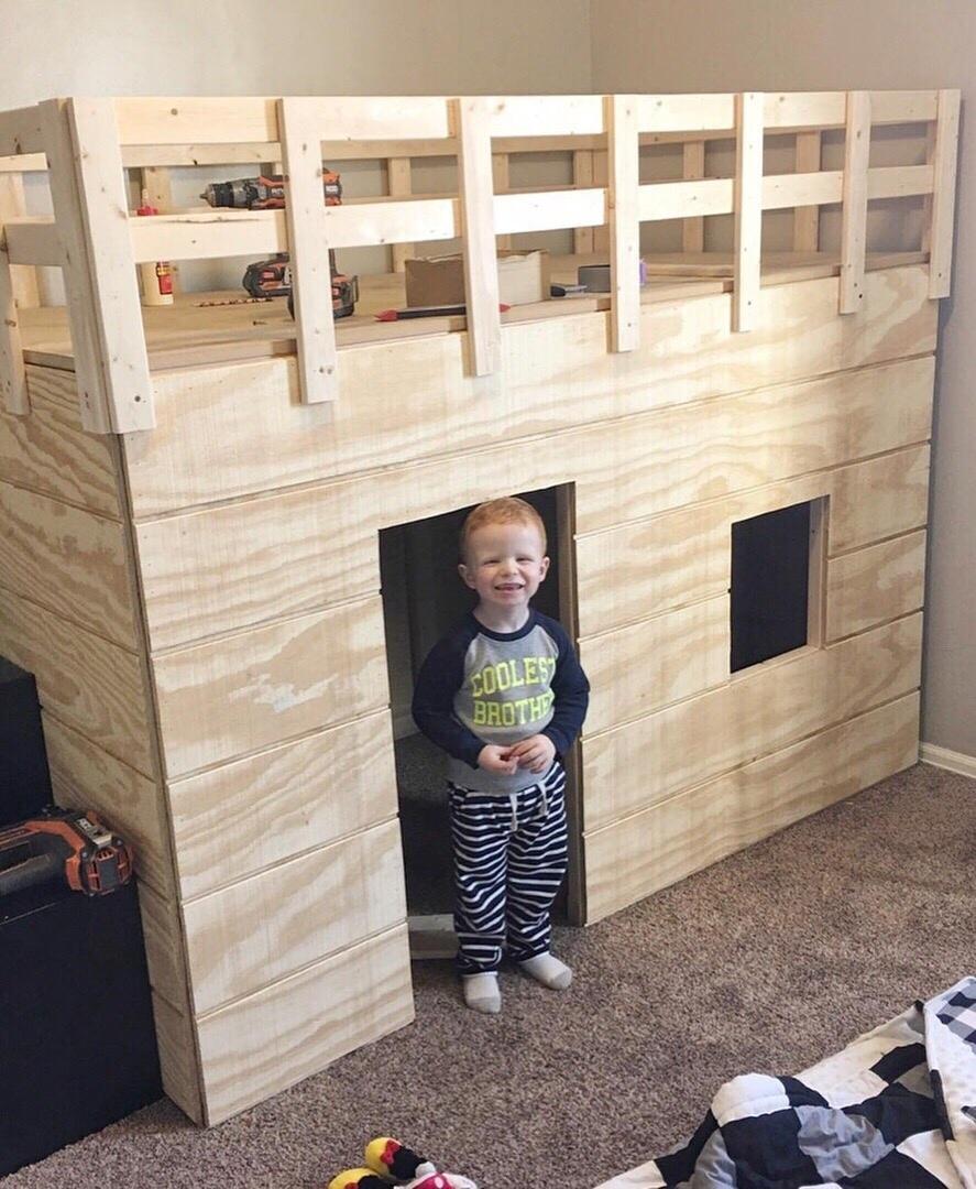Кровать-дом и ремонт в детской. Ай да папа молодец - постарался на славу!