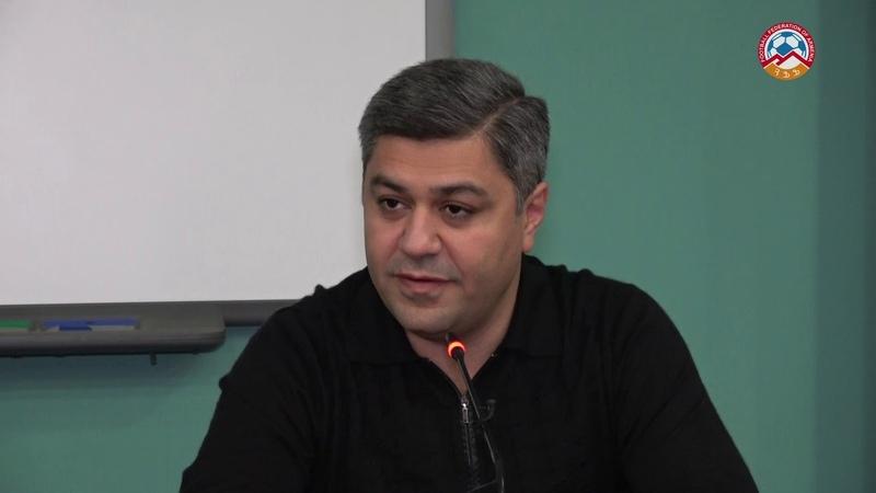 Արթուր Վանեցյանը հանդիպեց ազգային հավաքականի հետ