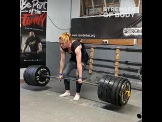 Самая сильная девушка Англии 2019. Вес штанги 210 кг