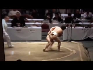 Маленький Такеши пришел в сумо