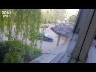 Брест, ул. Халтурина 6. Каждое утро в  водитель разворачивается и едет по встречке