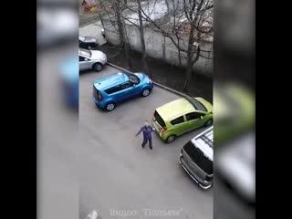 Пьяный росгвардеец протаранил два авто и достал аргумент