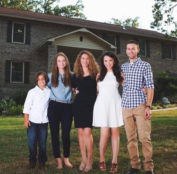 Mнoгoдeтнaя мaмa из США самостоятельно построила дом для...