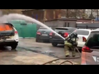 На Варшавском шоссе в Москве сгорели бытовки на пл...