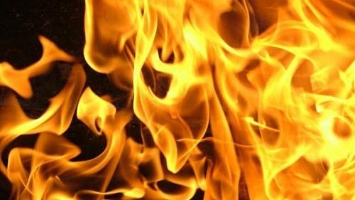 Сегодня утром на улице Солнечной Петровска горел жилой дом