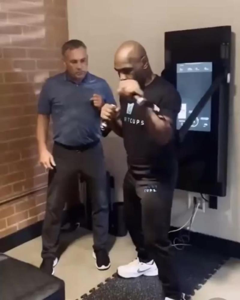 Майк Тайсон - тренировка в 54 года