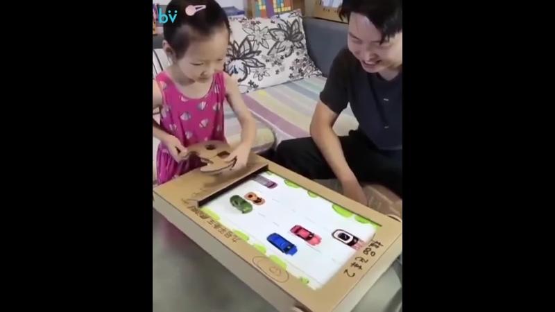 Папа сделал для дочки гоночный симулятор из картона