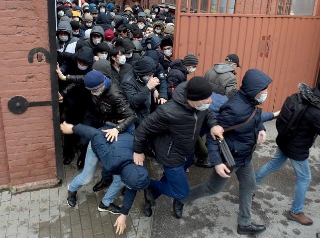300 тысяч выдворенных из России мигрантов получили амнистию и смогут вернуться