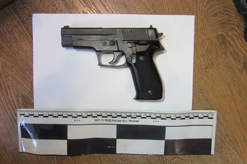 Целый арсенал оружия хранил в квартире житель Кузьминок на Зеленодольской улице.