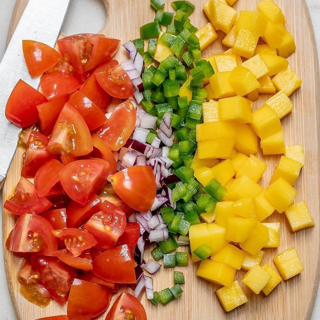 Вкусная курогрудка с салатом из манго