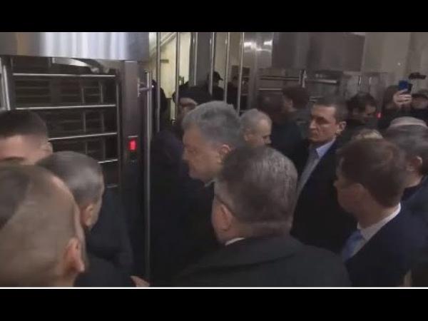 Смачний ляпас масовці Порошенка Такого від ДБР не очікував ніхто Петро Олексійович у шоці