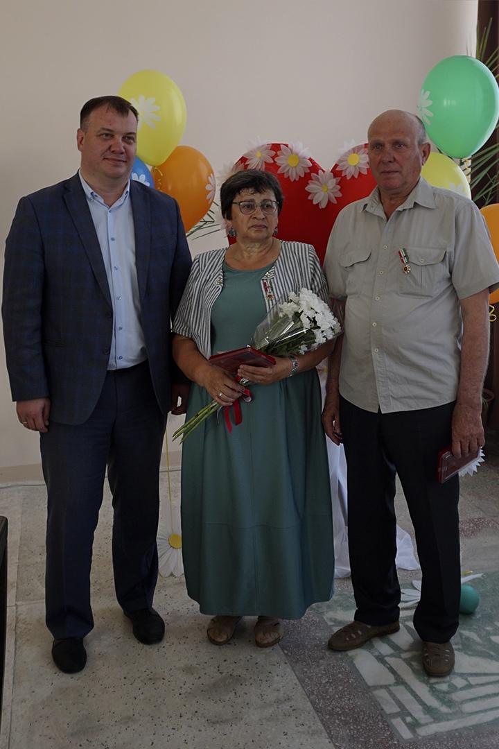 Александру Васильевичу и Татьяне Михайловне Сотниковым