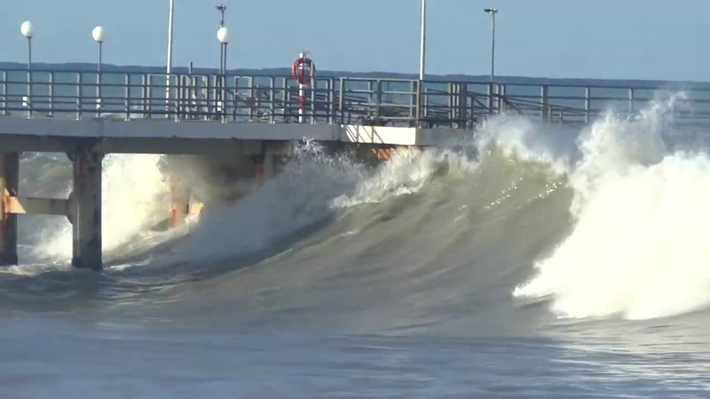 Сильный шторм в Лазаревском 4 5 августа 2019 Большие волны