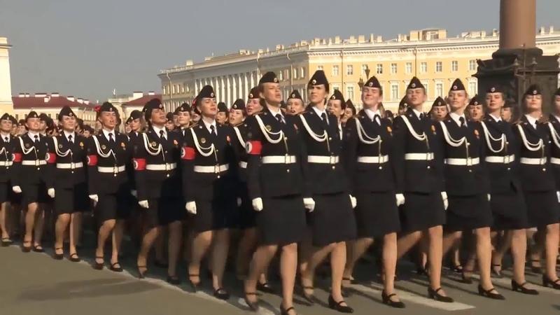 Девушки с повязками под свастики Третьего Рейха из МЧС России